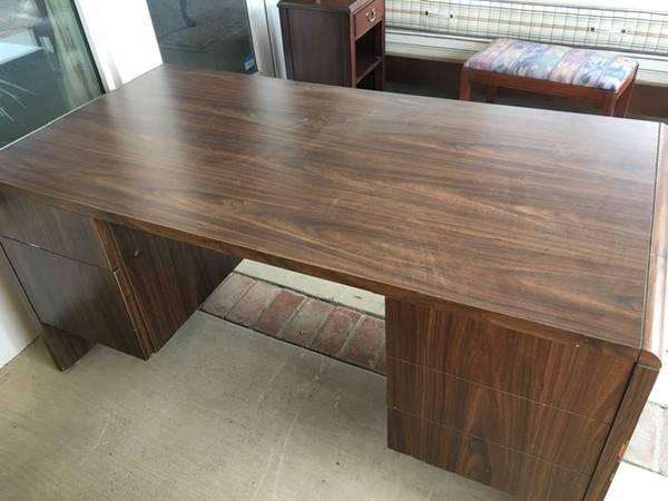 Photo Brown Laminate Office Desk with 4 Drawers - $30 (Santa Barbara)
