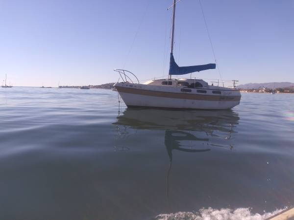 Photo Cabin cruiser sailboat. Live aboard potential - $1,250 (Santa Barbara)