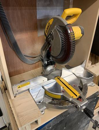 Photo DEWALT 12-Inch Miter Saw, 15-Amp, Single Bevel, Compound (DWS715) - $230 (Santa Barbara)