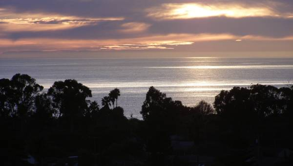 Photo EAGLES NEST OCEAN VIEWSPRIVATE DECKTOP FLOORNO STEPSEND UNIT (6 BLOCKS FROM OCEANDEAD END STREET IN SANTA BARBARA)