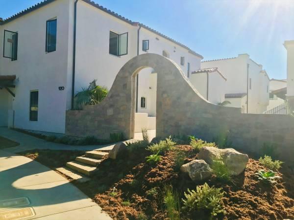 Photo Gorgeous Santa Barbara Apartment (Santa Barbara Bowl Area)