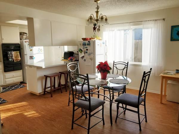 Photo Great House  Neighborhood w 3 Working Professionals (Goleta, CA)