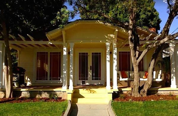 Photo Happy Sunny Bungalow Epic Location Furnished Bungalow DogsYES (Santa Barbara)
