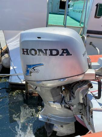 Photo Honda 40 HP Outboard engine with project skiff - $2700