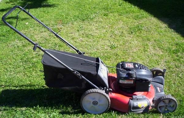 Photo Lawnmower 6.75 Yard Machines High Wheel Rear Bagger - $125 (Goleta)