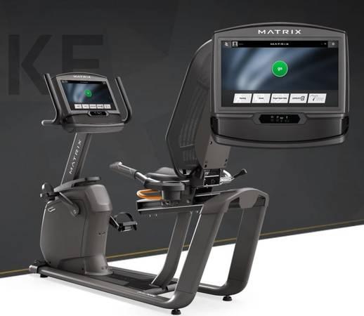 Photo MATRIX FITNESS - R50 recumbent - new at johnson fitness (Johnson Fitness  Wellness Store - Thousand Oaks)