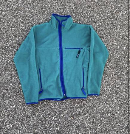 Photo Mens Patagonia Fleece Jacket - $80 (Santa Barbara)