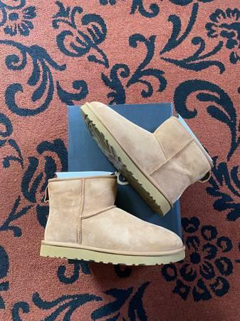 Photo Mens Ugg Classic Mini Boot - $120 (Santa Barbara)