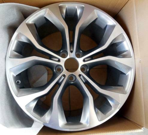 Photo NEW BMW OEM X5 X6 14-18 20quot Alloy Wheel Rim 5 Spoke 36116853959 - $525 (Santa Barbara)