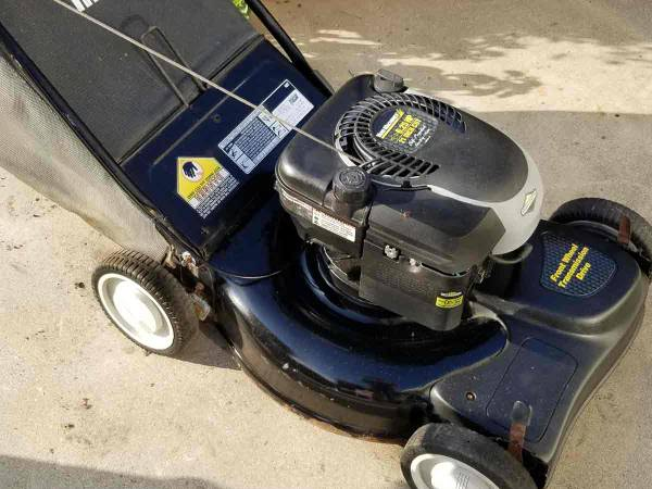 Photo Self Propelled Rear Bagger Briggs and Stratton - $125 (Goleta)