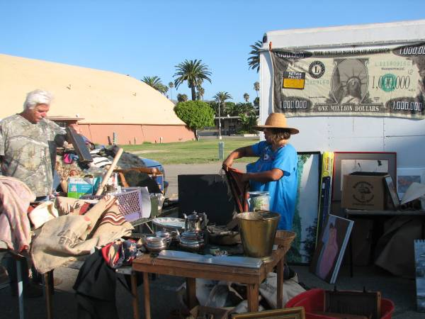 Photo WEDNESDAY FLEA is OPEN This WEDNESDAY Its gonna be GREAT (Ventura County Fairgrounds)
