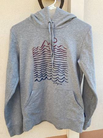 Photo Womens Patagonia Hoodie - $30 (Santa Barbara)