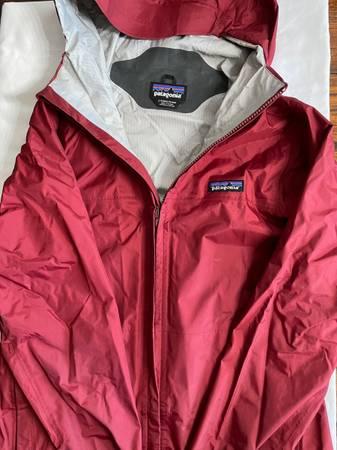 Photo Womens Patagonia Rain Jacket - $60 (Goleta)