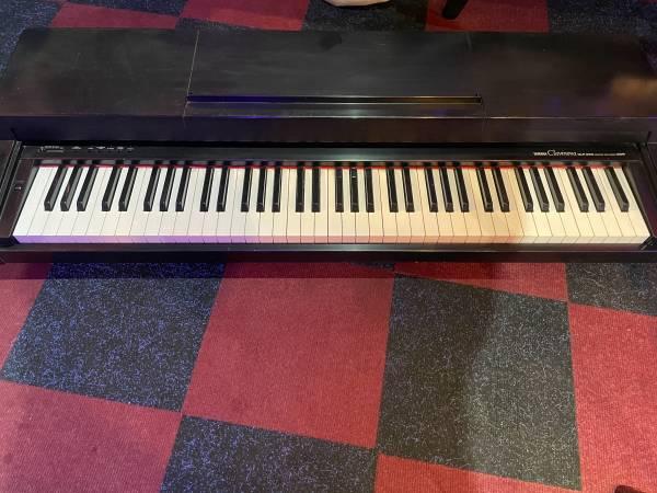 Photo Yamaha Clavinova electric piano - $220 (Santa Barbara)