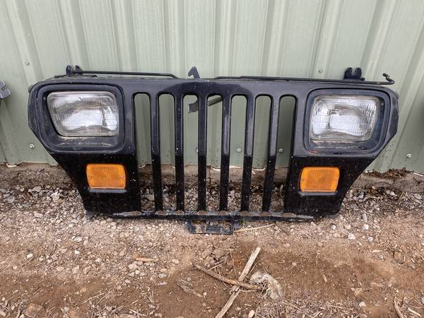 Photo 1995 JEEP YJ WRANGLER GRILL GRILLE - $300 (White Rock)