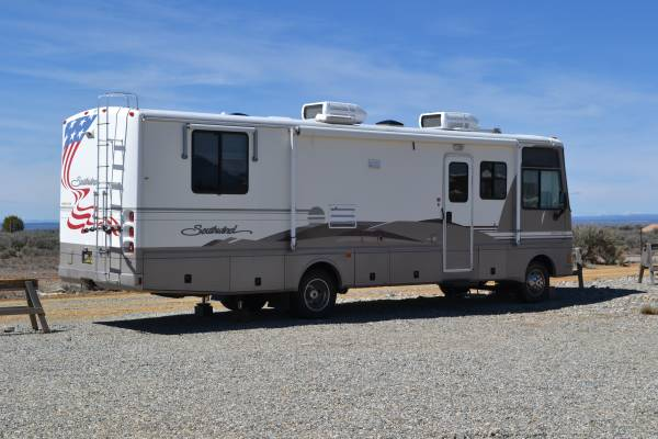 Photo 2000 fleetwood RV - $18,000 (Taos)