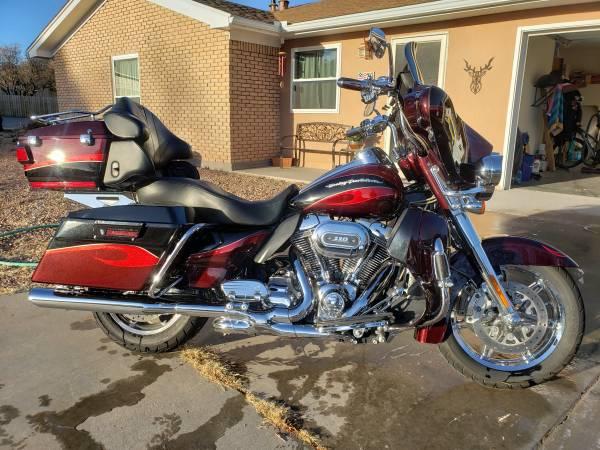 Photo 2013 Harley Davidson CVO Ultra Classic - $17,400 (White Rock)