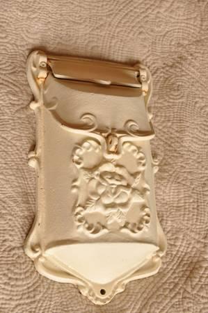 Photo Cast Iron mailbox - $60 (Eldorado)