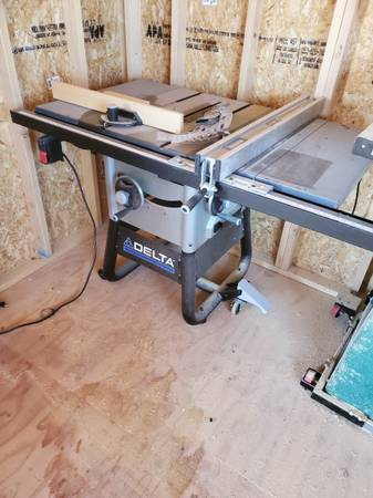 Photo Delta Table Saw 10 Inch Barely Used - $450 (Carson)