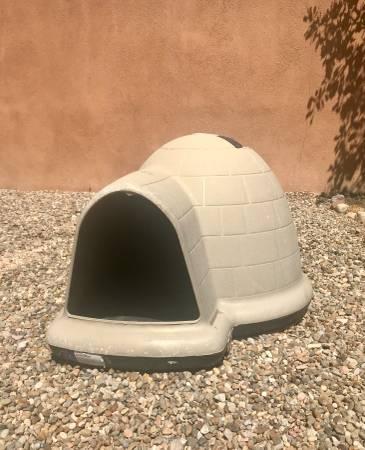 Photo Dog Igloo $50 OBO - $50 (Santa Fe)