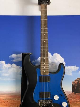 Photo Fender Strat reverse headstock - $400 (Santa Fe)
