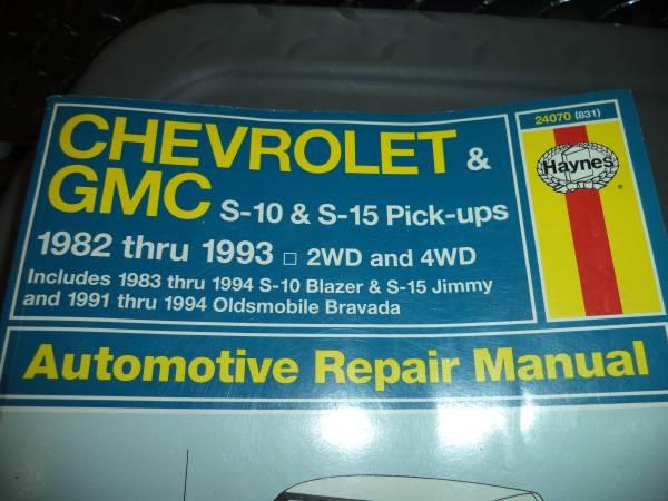 Photo Haynes Chevy GMC S Series Trucks Blazer Repair Manual 82-93 - $15 (santa fe)