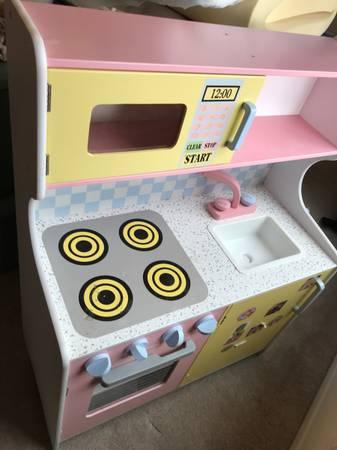 Photo KidsCraft Wooden Play Kitchen - $120 (Los Alamos)