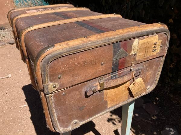Photo Liprosta Antique Steamer Trunk - $500 (SANTA FE)