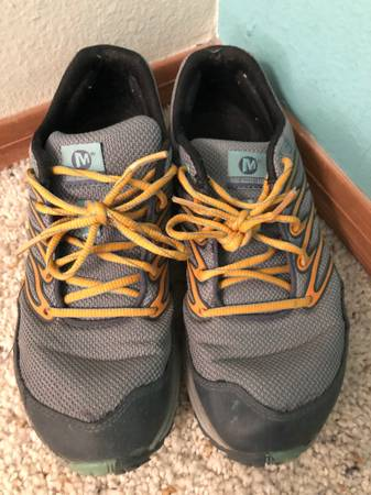 Photo Merrell Bare Access womens running shoes size 9 - $10 (White Rock)