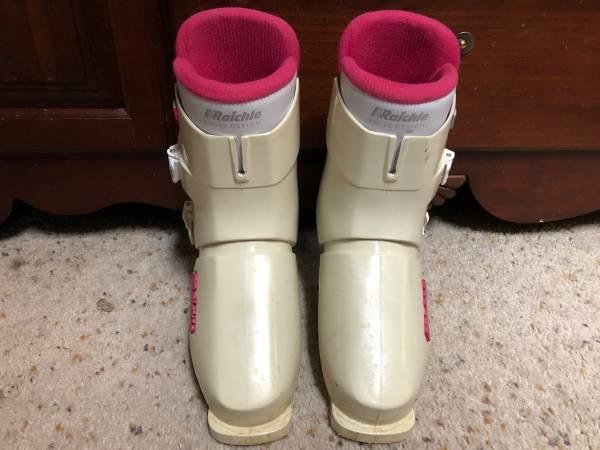 Photo RRaichle womens ski boots size 282mm - $10 (White Rock)
