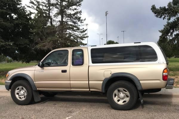 Photo Tacoma Snugtop topper - $400 (Santa Fe)