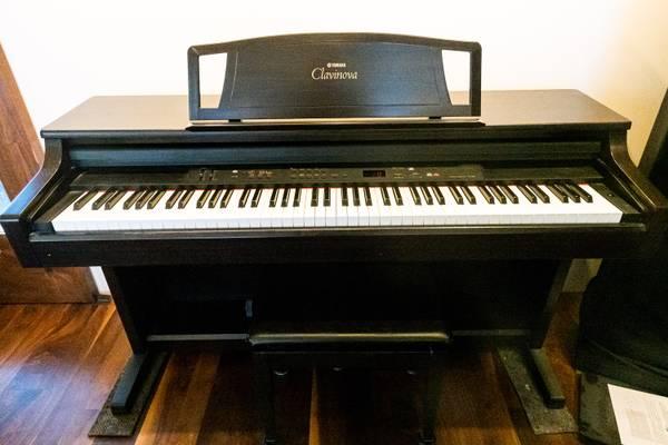 Photo Yamaha CLP-860 Clavinova (Digital Piano) wbench - $650 (Santa Fe)