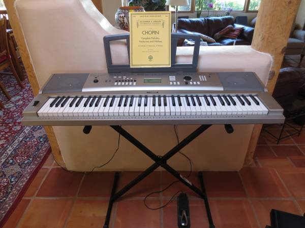 Photo Yamaha Keyboard - $250 (Santa Fe)