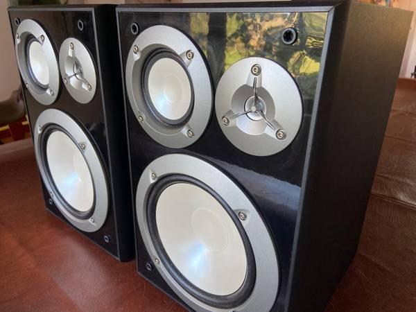 Photo Yamaha NS-6490 Speakers - $140 (Santa Fe)