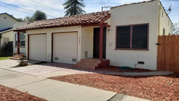 Photo 307 S. College St- Single Story In Duplex With 1 Car Garage For Rent (Santa Maria)