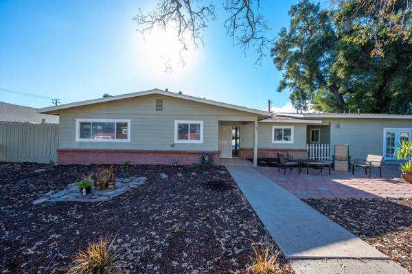 Photo 3 Bedroom 2 Bath w Guest House for Sale (Paso Robles)