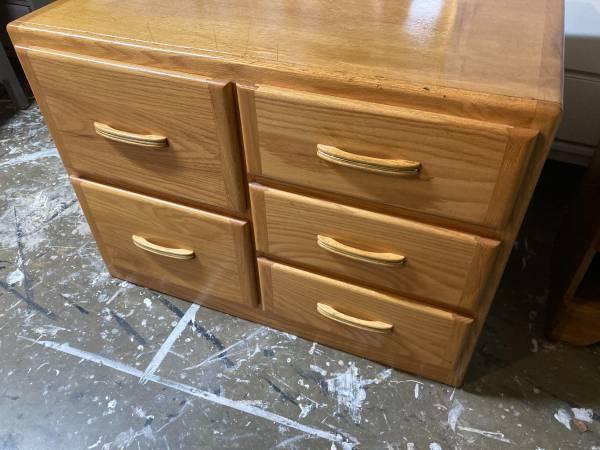Photo 5 Drawer Solid Oak Dresser - $75 (Orcutt)