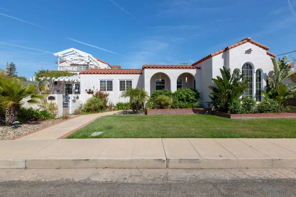 Photo Beautiful 5 Bedroom 4 Bath Home located in Carriag (N.E. Santa Maria Carriage District)
