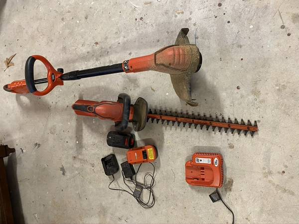 Photo Black and Decker cordless weed eater and hedge trimmer - $100 (Santa Maria)