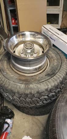 Photo Chevy wheels 6lugs 15x8 - $200 (Santa Maria)