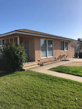 Photo Cute older home with two bedrooms and one bathroom (740 Central Ave, Santa Maria, CA)