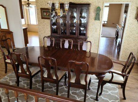 Photo Ethan Allen Dining Table for 8 with two leaf extensions - $495 (Santa Maria, CA (Orcutt - Foxenwood Estates))