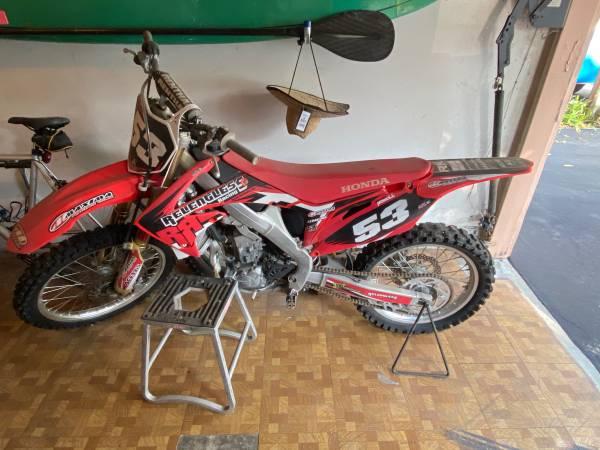 Photo Honda 2011 CRF250R - $3,000 (Santa Barbara)