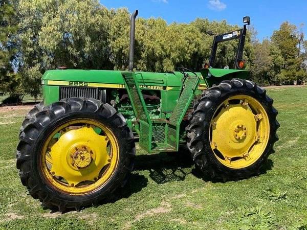 Photo John Deere 2955  2755, Challenger MT285, Ford 2000 Tractors (Atascadero)