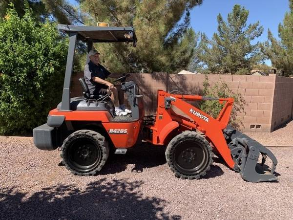 Photo Kubota R420S Tractor With Grapple (Call Us About Our Lay-A-Way Program Today)