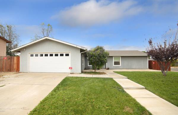 Photo Opportunity of a lifetime Home in Santa Maria. 5 Beds, 2 Baths