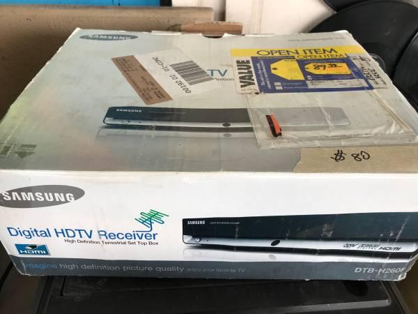 Photo Samsung HDTV Receiver - $50 (1157 e. Clark Ave ste D)