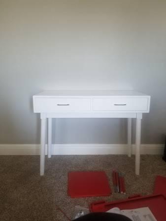 Photo White Desk - $30 (Orcutt)