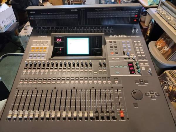 Photo Yamaha O2R Digital Recording Console With MBO2 Peak Meter Bridge - $600 (Santa Maria)