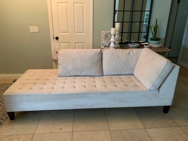 Photo Z gallerie vapor sofa - $275 (Arroyo Grande)